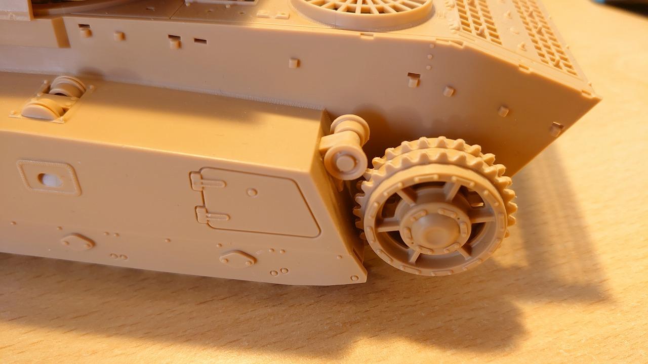 アミュージングホビー 1/35 ARL44 をラジコン化してみた(その1)~転輪作成~