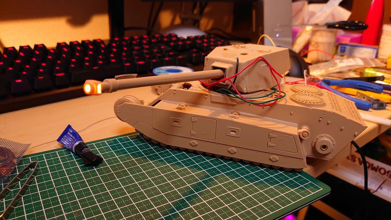 アミュージングホビー 1/35 ARL44 をラジコン化してみた(その4)~砲身にLEDを搭載~