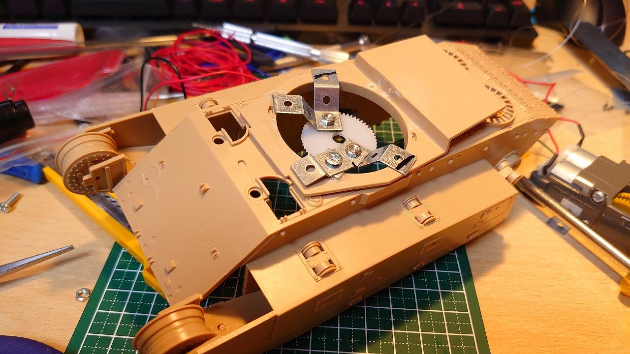 アミュージングホビー 1/35 ARL44 をラジコン化してみた(その6)~砲身の上下装置作成~