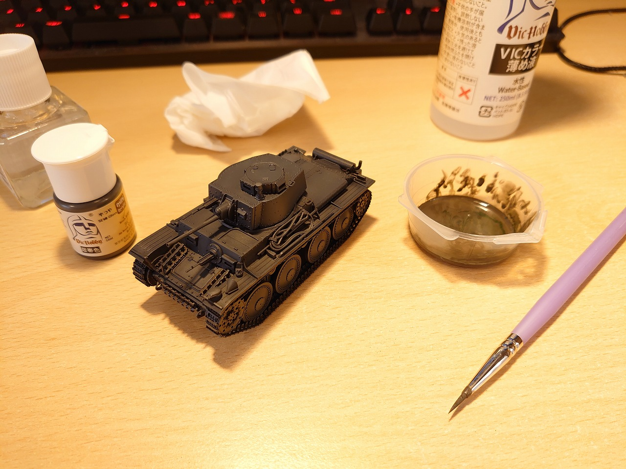【無臭の塗料】Vicカラーで戦車のプラモデルを塗装してみた