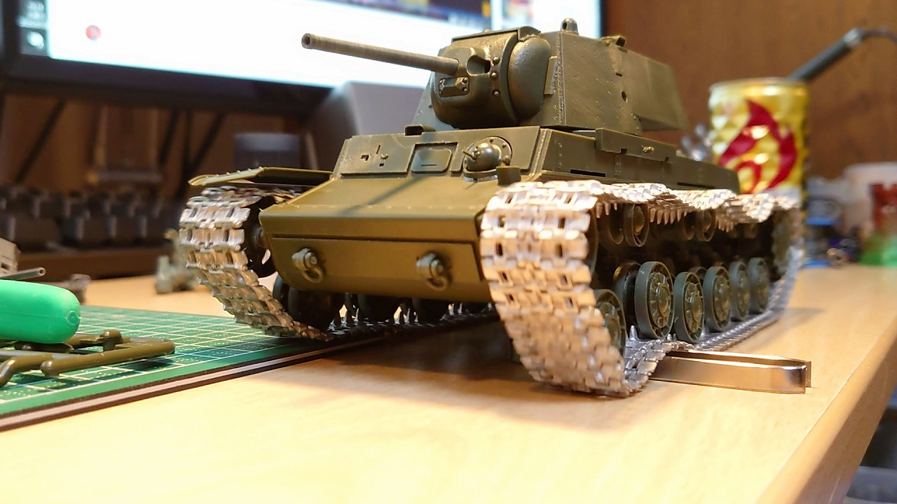 タミヤ 1/35 KV-1 ラジコン化計画 (その3) ~受信機を入れて走らせる~