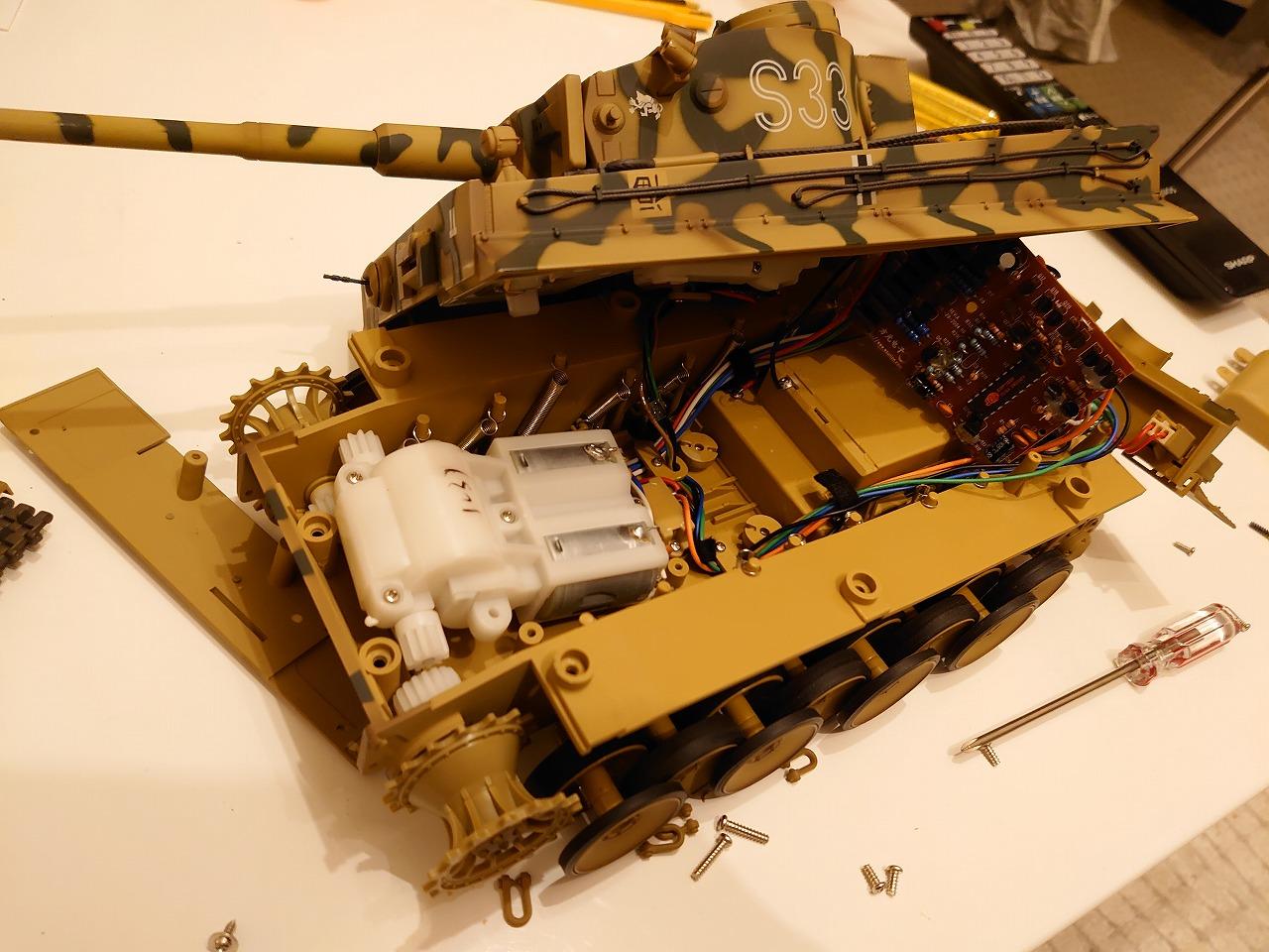 東京マルイ 1/24 RCバトルタンク タイガーI (迷彩仕様) を分解してみた